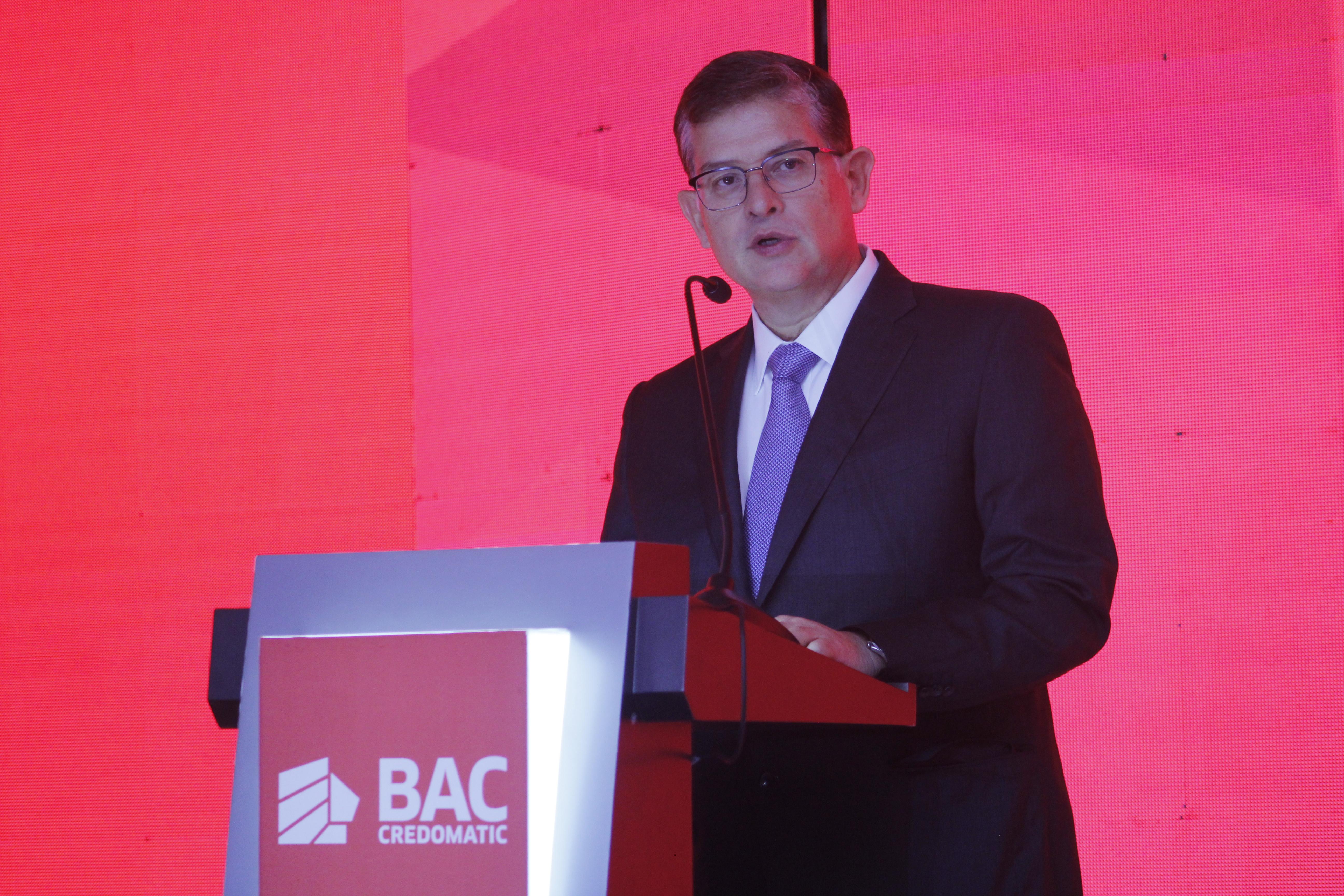 El presidente del BAC Credomatic, Fernando González,