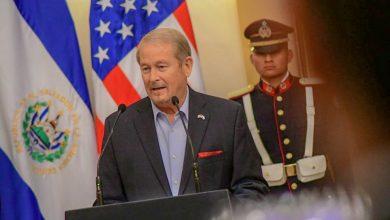 Photo of Ronald Johnson enfatiza apoyo a El Salvador en el combate a la pandilla MS