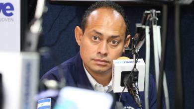 Photo of Alcalde de Ilopango admite culpabilidad al esconder paquetes de alimentos en sede de ARENA