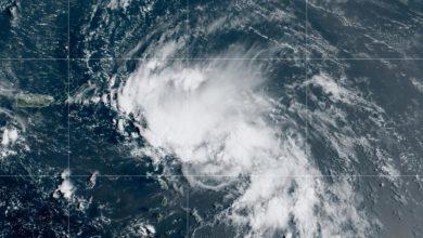 Photo of Tormenta tropical Laura se convierte en huracán y avanza con fuerzas hacia la costa de Estados Unidos
