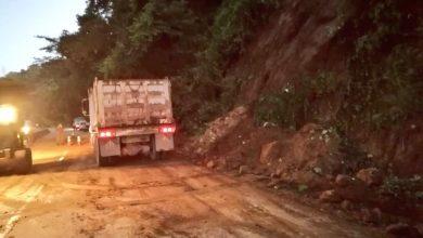 Photo of Habilitan paso en carretera Los Chorros tras derrumbe por las fuertes lluvias