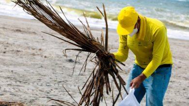 Photo of Privados de libertad limpian la playa La Puntilla y entregan paquetes alimentarios en Ciudad Arce