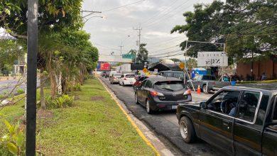 Photo of Habilitan paso de vehículos en avenida La Revolución frente al Hospital El Salvador