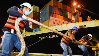 Photo of Buque con 190 toneladas métricas de alimentos para paquetes PES atraca en el Puerto de Acajutla, en Sonsonate