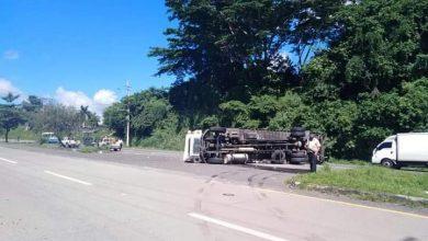 Photo of Colisión entre camión y bus deja varios lesionados en Autopista a Comalapa