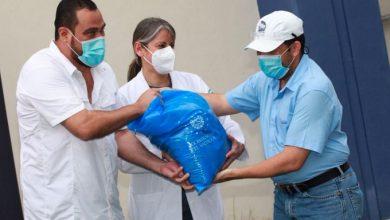 Photo of Entregan cestas solidarias a personal de servicio y seguridad del ISSS