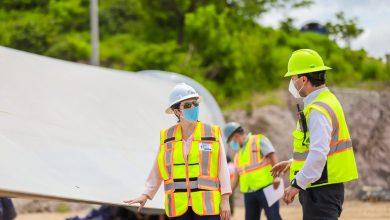 Photo of Ministra de Economía supervisa instalación de aerogeneradores en Metapán