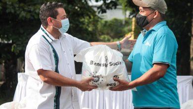 Photo of Ministro de Trabajo entrega paquetes alimentarios a trabajadores del SITRAMSS