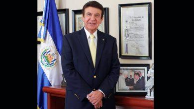 Photo of Nombran al doctor Víctor Silhy como «Hombre del Año 2019» por su reconocida trayectoria