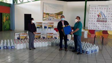 Photo of Alcaldía entrega donativo de higiene a empresarios de transporte público en Mejicanos