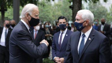 Photo of Joe Biden y Mike Pence se encuentran y chocan el codo en el Memorial del 11 de septiembre
