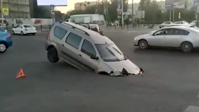 Photo of VIDEO | Una calle se «traga» un auto en Rusia