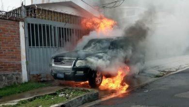 Photo of Bomberos extinguen incendio de vehículo todo terreno en colonia Escalón, San Salvador