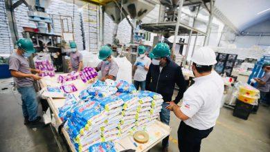 Photo of Luis Rodríguez visita planta de producción de detergentes para verificar protocolos de bioseguridad