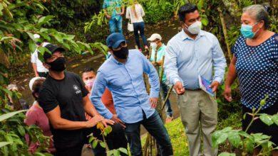 Photo of Gobierno se reúne con habitantes de caseríos del cantón El Progreso y trabajará para crear un sistema de agua potable en la zona