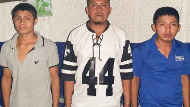 Photo of Detienen a tres presuntos pandilleros con varias porciones de droga en Juayúa