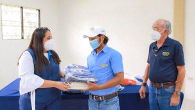 Photo of Becarios de la ENA reciben kits de herramientas para que continúen sus estudios