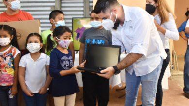 Photo of Niños del cantón Shaltipa, en Santiago Texacuangos, reciben equipo tecnológico para su proceso educativo