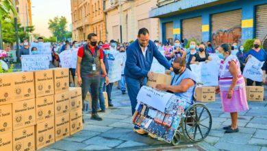 Photo of Entregan 2,500 paquetes alimentarios a vendedores por cuenta propia del Centro Histórico de San Salvador
