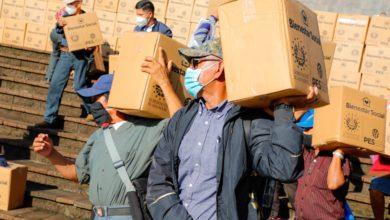 Photo of Entregan más de 2,000 paquetes alimentarios a veteranos y excombatientes