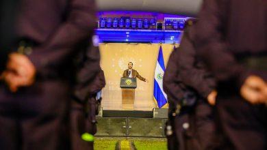 Photo of Nayib Bukele anuncia aumento salarial para policías, soldados y maestros