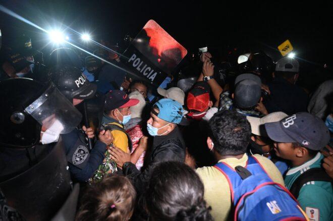 Hondureños ingresan a Guatemala